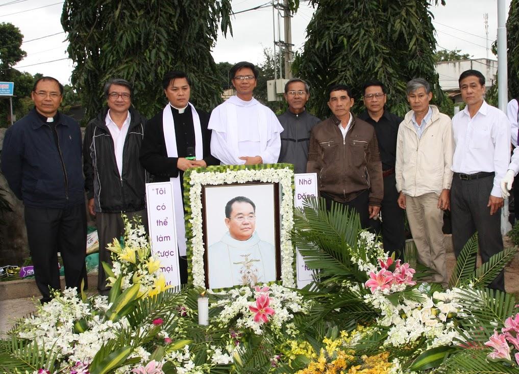 An táng Cha Phêrô Trương Văn Khoa