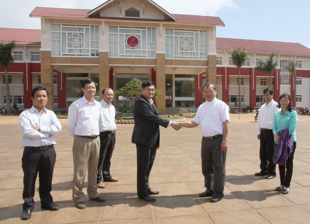 Thăm Trường Hoàng Việt
